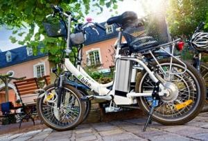 E-Bike Elektrofahrrad in der Stadt - Pedelec City Tour